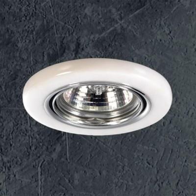Novotech STONE 369279 Точечный встраиваемый светильникКруглые<br>Декоративный встраиваемый поворотный светильник модели Novotech 369279 из серии STONE отличается следующим качеством: Основание светильника – алюминиевое литьё. Это сплав, основными  достоинствами которого являются — устойчивость к практически всем видам негативного воздействия окружающей среды, коррозии, небольшой вес, по сравнению с другими видами металла и   экологическая безопасность материала. Декоративный плафон сделан из искусственного камня.  Этот материал отличается, без преувеличения, уникальными эксплуатационными качествами. Он прочный и долговечный, влагоустойчивый, гигиеничный (на гладкой поверхности бактерии не приживаются), термостойкий,  экологичный и лёгкий. А так же тёплый на ощупь.<br><br>S освещ. до, м2: 3<br>Тип лампы: галогенная<br>Тип цоколя: GU5.3 (MR16)<br>Количество ламп: 1<br>MAX мощность ламп, Вт: 50<br>Диаметр, мм мм: 88<br>Диаметр врезного отверстия, мм: 68<br>Высота, мм: 30<br>Оттенок (цвет): белый<br>Цвет арматуры: серебристый