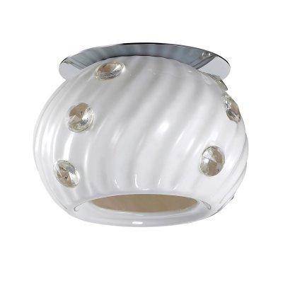 Novotech ZEFIRO 370157 Точечный встраиваемый светильникКруглые<br>Декоративный встраиваемый светильник модели Novotech 370157 из серии ZEFIRO отличается следующим качеством: Основание светильника сделано из металла. Это популярный и востребованный материал благодаря ряду качеств. К ним относится: повышенная прочность, износостойкость и долговечность.  Плафон светильника, сделан из керамики. Этот материал отличает изящество форм, различные приемы передачи тончайших линий и деталей. Они ассоциируется с элегантностью, красотой и гармонией. Это широко распространенный и очень древний вид народного художественного ремесла, использующего легко доступный природный материал – глину. Глина добывается из верхних слоёв земли, а значит экологически чистый материал с мощнейшей земной энергетикой.  Декоративные стразы сделаны из хрусталя. Он обладает высоким показателем плотности, прозрачности и блеска. Благодаря содержанию свинца (не менее 30%). Огранка хрусталя, подобно огранке драгоценных камней, позволяет в полной мере проявить свойства, обусловленные большим показателем преломления и дисперсией.<br><br>S освещ. до, м2: 2<br>Тип лампы: галогенная<br>Тип цоколя: G9<br>Количество ламп: 1<br>MAX мощность ламп, Вт: 40<br>Диаметр, мм мм: 105<br>Диаметр врезного отверстия, мм: 60<br>Высота, мм: 90<br>Цвет арматуры: серебристый