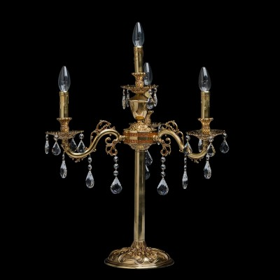 Настольная лампа Chiaro 411033004 ПаулаКлассические<br>Описание модели 411033004: Завораживающая своей ослепительной красотой люстра из коллекции Паула может стать завершающим аккордом интерьера в стиле барокко. Основание из благородной латуни, продуманные до мельчайших подробностей отточенные детали – всё напоминает  о пышном убранстве средневековых дворцов.   Изящные, округлые линии, тонкие завитки, прозрачные хрустальные подвески и сказочная игра света  говорят о том, что  эта роскошная люстра предназначена для истинных гурманов.  Рекомендуемая площадь освещения порядка 12 кв.м<br><br>S освещ. до, м2: 12<br>Тип лампы: Накаливания / энергосбережения / светодиодная<br>Тип цоколя: E14<br>Цвет арматуры: латунь<br>Количество ламп: 4<br>Диаметр, мм мм: 560<br>Высота, мм: 630<br>Поверхность арматуры: глянцевый<br>MAX мощность ламп, Вт: 60<br>Общая мощность, Вт: 240
