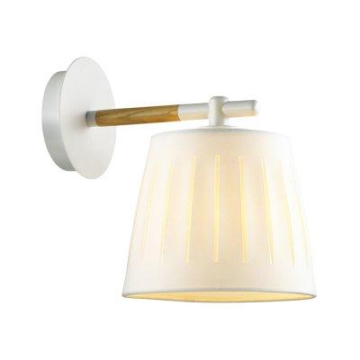 Бра Odeon light 4111/1W NICOLAбра в стиле лофт<br>Серию Nicola отличают спокойный, минималистичный дизайн, позволяющий светильникам гармонично вписаться в любой современный интерьер. Светильники выполнены с использованием классических материалов: металла, дерева и качественного текстиля, способных поддержать сдержанный и максимально лаконичный стиль. Открытая форма плафонов гарантирует интенсивный, направленный свет. Четкие линии, превосходные материалы и отсутствие лишних деталей делает эту серию утонченной и способной украсить любое помещение