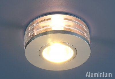 5005 WH (хром) Электростандарт Точечный светильник из алюминияКруглые встраиваемые светильники<br>Светильник изготовлен из литого под давления алюминия. Лаконичный строгий дизайн позволяет светильнику вписаться в любой интерьер. Лампа в светильнике фиксируется выворачивающимся диском.<br> Лампа: MR16 G5.3 max 50 Вт Диаметр: ? 91 мм Высота внутренней части: ? 24 мм Высота внешней части: ? 35 мм Монтажное отверстие: ? 60 мм Гарантия: 2 года Корпус из алюминия<br><br>Тип лампы: галогенная<br>Тип цоколя: gu5.3<br>Диаметр, мм мм: 90<br>Диаметр врезного отверстия, мм: 69<br>MAX мощность ламп, Вт: 50