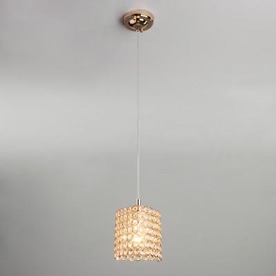Светильник Евросвет 50068/1 золотоодиночные подвесные светильники<br>Изысканное решение для акцентного освещения предлагает серия Mirage. Главная особенность серии – плафоны, декорированные хрусталиками. Благодаря им свет красиво преломляется и создает потрясающую игру бликов.
