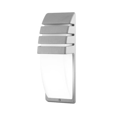 Techno 5521 серый Электростандарт Светильник для наружного и внутреннего освещенияуличные настенные светильники<br>Светильник предназначен для функционально-декоративного освещения садово-парковых зон, а также внутреннего и внешнего освещения зданий. Степень пыле-влагозащиты IР44 позволяет устанавливать светильник под открытым небом. Корпус уличного светильника изготовлен из литого под давлением алюминия, покрыт порошковой краской. Рассеиватель выполнен из полихлорида. Покрытие светильника устойчиво к воздействию окружающей среды и надежно защищает от коррозии.<br>Светильник рассчитан на работу с энергосберегающей лампой E27 мощностью до 20 Вт. В светильнике рекомендуется использовать энергосберегающие лампы Elektrostandard™.<br>Мощность: 20 Вт  Цоколь: Е27 Питание: 220-240 В / 50 Гц Степень пылевлагозащищенности: IР44<br><br>Крепление: настенное<br>Тип лампы: накаливания / энергосбережения / LED-светодиодная<br>Тип цоколя: Е27<br>Цвет арматуры: серый<br>Количество ламп: 1<br>Ширина, мм: 120<br>Длина, мм: 350<br>Расстояние от стены, мм: 110<br>Оттенок (цвет): серый<br>MAX мощность ламп, Вт: 20