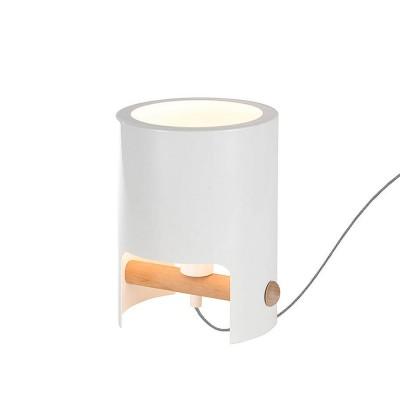 Настольная лампа Mantra 5593 CUBEНастольные лампы хай тек<br>Настольная лампа – это не просто источник дополнительного освещения, но и оригинальный элемент декора. Его можно установить в спальне, гостиной, кабинете и других комнатах. Интернет-магазин «Светодом» предлагает настольные лампы разных стилей по доступным ценам. Благодаря большому ассортименту Вы обязательно найдете в нашем каталоге именно ту модель, которую искали.   Настольная лампа Mantra 5593 – прекрасный вариант для завершения интерьера. Ее можно включить одновременно с люстрой для более яркого освещения или без нее для создания уютной атмосферы, настраивающей на отдых.   Купить настольную лампу Mantra 5593 Вы можете с помощью виртуальной «Корзины» или по контактным номерам, указанным на сайте.<br><br>Тип лампы: Энергосберегающие (не входят в комплект)<br>Тип цоколя: E27<br>Цвет арматуры: белый<br>Количество ламп: 1<br>Диаметр, мм мм: 190<br>Высота, мм: 260<br>MAX мощность ламп, Вт: 40
