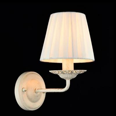 Светильник Евросвет 60026/1 бежевый с золотомКлассика<br><br><br>Тип лампы: Накаливания / энергосбережения / светодиодная<br>Тип цоколя: E14<br>Количество ламп: 1<br>Ширина, мм: 250<br>MAX мощность ламп, Вт: 40<br>Длина, мм: 130<br>Высота, мм: 200<br>Цвет арматуры: бежевый с золотистой патиной