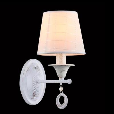 Светильник Евросвет 60028/1 белый с золотомКлассические<br><br><br>Тип лампы: Накаливания / энергосбережения / светодиодная<br>Тип цоколя: E14<br>Количество ламп: 1<br>Ширина, мм: 140<br>MAX мощность ламп, Вт: 40<br>Длина, мм: 300<br>Высота, мм: 210<br>Цвет арматуры: белый с золотистой патиной