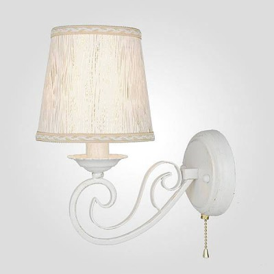 Евросвет 60051/1 белый с золотомКлассические<br><br><br>Тип лампы: Накаливания / энергосбережения / светодиодная<br>Тип цоколя: E14<br>Количество ламп: 1<br>Ширина, мм: 120<br>MAX мощность ламп, Вт: 40<br>Длина, мм: 220<br>Высота, мм: 270
