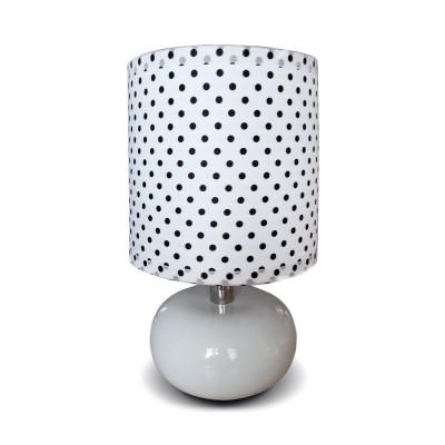 Настольная лампа De markt 607030101 КеллиБелые<br>Описание модели 607030101: Оригинальная настольная лампа Келли, придаст нотку игривости любому интерьеру. Основание из керамики отлично сочетается с тканевым абажуром на акриловой основе. Простой, но в то же время игривый образ настольной лампы относит её к группе современных предметов интерьера, линии которых перекликаются с модой стиляжных 80х годов! С таким настольным светильником Вы не только добавите луч зонального света в свой интерьер, но и прибавите жизнерадостностности всему пространству!<br><br>S освещ. до, м2: 2<br>Тип товара: Настольная лампа<br>Тип лампы: накаливания/энергосб-ие<br>Тип цоколя: E14<br>Количество ламп: 1<br>MAX мощность ламп, Вт: 40<br>Диаметр, мм мм: 160<br>Высота, мм: 250<br>Цвет арматуры: серебристый
