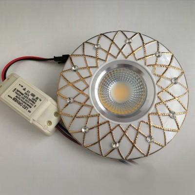 Светильник Mw-light 637015201Круглые LED<br>Встраиваемые светильники – популярное осветительное оборудование, которое можно использовать в качестве основного источника или в дополнение к люстре. Они позволяют создать нужную атмосферу атмосферу и привнести в интерьер уют и комфорт.   Интернет-магазин «Светодом» предлагает стильный встраиваемый светильник Mw-light 637015201. Данная модель достаточно универсальна, поэтому подойдет практически под любой интерьер. Перед покупкой не забудьте ознакомиться с техническими параметрами, чтобы узнать тип цоколя, площадь освещения и другие важные характеристики.   Приобрести встраиваемый светильник Mw-light 637015201 в нашем онлайн-магазине Вы можете либо с помощью «Корзины», либо по контактным номерам. Мы развозим заказы по Москве, Екатеринбургу и остальным российским городам.<br><br>Тип лампы: LED<br>Тип цоколя: LED<br>Диаметр, мм мм: 130<br>Высота, мм: 30<br>MAX мощность ламп, Вт: 1