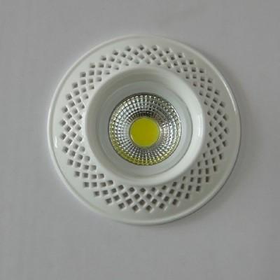 Светильник Mw-light 637015301Круглые LED<br>Встраиваемые светильники – популярное осветительное оборудование, которое можно использовать в качестве основного источника или в дополнение к люстре. Они позволяют создать нужную атмосферу атмосферу и привнести в интерьер уют и комфорт.   Интернет-магазин «Светодом» предлагает стильный встраиваемый светильник Mw-light 637015301. Данная модель достаточно универсальна, поэтому подойдет практически под любой интерьер. Перед покупкой не забудьте ознакомиться с техническими параметрами, чтобы узнать тип цоколя, площадь освещения и другие важные характеристики.   Приобрести встраиваемый светильник Mw-light 637015301 в нашем онлайн-магазине Вы можете либо с помощью «Корзины», либо по контактным номерам. Мы развозим заказы по Москве, Екатеринбургу и остальным российским городам.<br><br>Тип лампы: LED<br>Тип цоколя: LED<br>Диаметр, мм мм: 130<br>Высота, мм: 30<br>MAX мощность ламп, Вт: 5