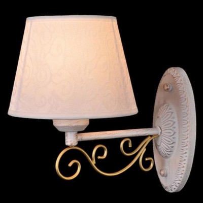 Светильник Евросвет 70012/1 белый с золотомМодерн<br><br><br>Тип лампы: накаливания / энергосберегающая / светодиодная<br>Тип цоколя: E14<br>Количество ламп: 1<br>Ширина, мм: 160<br>MAX мощность ламп, Вт: 40<br>Длина, мм: 260<br>Высота, мм: 260<br>Поверхность арматуры: глянцевый<br>Цвет арматуры: белый с золотистой патиной