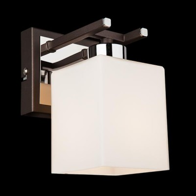 Светильник Евросвет 70018/1 хром/венгеХай-тек<br><br><br>Тип лампы: Накаливания / энергосбережения / светодиодная<br>Тип цоколя: E14<br>Количество ламп: 1<br>Ширина, мм: 100<br>MAX мощность ламп, Вт: 60<br>Длина, мм: 150<br>Высота, мм: 180<br>Цвет арматуры: серебристый