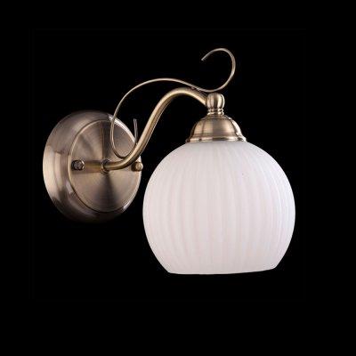 Светильник Eurosvet 7704/1 античная бронзаМодерн<br><br><br>S освещ. до, м2: 4<br>Тип лампы: накаливания / энергосбережения / LED-светодиодная<br>Тип цоколя: E27<br>Количество ламп: 1<br>Ширина, мм: 120<br>MAX мощность ламп, Вт: 60<br>Расстояние от стены, мм: 200<br>Высота, мм: 260<br>Цвет арматуры: бронзовый