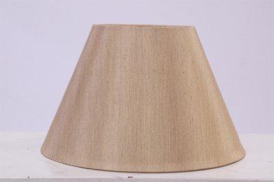 Абажур 7708/3 шелк шампаньАбажуры<br>Текстильный абажур, мягко рассеивающий свет, создает в комнате уютную и располагающую атмосферу.<br><br>Крепление: настольный<br>Тип лампы: накал-я - энергосбер-я<br>Тип цоколя: E27<br>Количество ламп: 1<br>MAX мощность ламп, Вт: 60W<br>Диаметр, мм мм: 500<br>Высота, мм: 320<br>Цвет арматуры: шелк