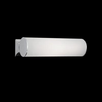 Lightstar SIMPLE LIGHT 801810 Светильник настенно-потолочныйДлинные<br>Настенно-потолочные светильники – это универсальные осветительные варианты, которые подходят для вертикального и горизонтального монтажа. В интернет-магазине «Светодом» Вы можете приобрести подобные модели по выгодной стоимости. В нашем каталоге представлены как бюджетные варианты, так и эксклюзивные изделия от производителей, которые уже давно заслужили доверие дизайнеров и простых покупателей.  Настенно-потолочный светильник Lightstar 801810 станет прекрасным дополнением к основному освещению. Благодаря качественному исполнению и применению современных технологий при производстве эта модель будет радовать Вас своим привлекательным внешним видом долгое время. Приобрести настенно-потолочный светильник Lightstar 801810 можно, находясь в любой точке России. Компания «Светодом» осуществляет доставку заказов не только по Москве и Екатеринбургу, но и в остальные города.<br><br>S освещ. до, м2: 2<br>Крепление: настенное<br>Тип товара: Светильник настенно-потолочный<br>Тип лампы: накаливания / энергосбережения / LED-светодиодная<br>Тип цоколя: E14<br>Количество ламп: 3<br>Ширина, мм: 200<br>MAX мощность ламп, Вт: 40<br>Размеры: W 200 H 90<br>Высота, мм: 90<br>Оттенок (цвет): белый<br>Цвет арматуры: серебристый