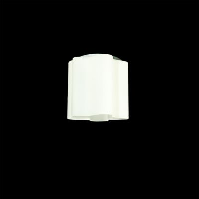 Lightstar SIMPLE LIGHT 802010 Потолочный светильникПотолочные<br>Компания «Светодом» предлагает широкий ассортимент люстр от известных производителей. Представленные в нашем каталоге товары выполнены из современных материалов и обладают отличным качеством. Благодаря широкому ассортименту Вы сможете найти у нас люстру под любой интерьер. Мы предлагаем как классические варианты, так и современные модели, отличающиеся лаконичностью и простотой форм.  Стильная люстра Lightstar 802010 станет украшением любого дома. Эта модель от известного производителя не оставит равнодушным ценителей красивых и оригинальных предметов интерьера. Люстра Lightstar 802010 обеспечит равномерное распределение света по всей комнате. При выборе обратите внимание на характеристики, позволяющие приобрести наиболее подходящую модель. Купить понравившуюся люстру по доступной цене Вы можете в интернет-магазине «Светодом». Мы предлагаем доставку не только по Москве и Екатеринбурге, но и по всей России.<br><br>Установка на натяжной потолок: Ограничено<br>S освещ. до, м2: 2<br>Крепление: Планка<br>Тип лампы: накаливания / энергосбережения / LED-светодиодная<br>Тип цоколя: E27<br>Количество ламп: 1<br>MAX мощность ламп, Вт: 40<br>Диаметр, мм мм: 190<br>Размеры: D 190 H 200<br>Высота, мм: 200<br>Оттенок (цвет): белый<br>Цвет арматуры: серебристый