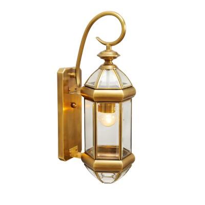 Светильник влагозащищенный Chiaro 802020401 МидосНастенные<br>Воплощение стильной идеи освещения в качественном и роскошном обрамлении! Коллекция Мидос достойна особого внимания благодаря латуни, из которой изготовлены основания ярко сияющих светильников. Кристально прозрачное стекло в плафонах имеет фигурное обрамление, которое эффектно бликует на свету. Светильники из коллекции Мидос довершат стильный экстерьер частного дома и расставят  акценты в окружающей ландшафтной обстановке<br><br>S освещ. до, м2: 3<br>Тип лампы: накаливания / энергосбережения / LED-светодиодная<br>Тип цоколя: Е27<br>Цвет арматуры: латунь<br>Количество ламп: 1<br>Ширина, мм: 150<br>Длина, мм: 450<br>Высота, мм: 200<br>Поверхность арматуры: глянцевый<br>MAX мощность ламп, Вт: 60