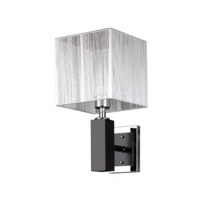Светильник бра Colosseo 80350/1WМодерн<br>Настенный светильник Colosseo 80350/1W придется по вкусу ценителям современных стилей в интерьере – «модерн» и «хай-тек». Его лаконичные, нарочито простые линии в сочетании с «металлическими» цветовыми оттенками подчеркнут общую стилевую направленность помещения, придадут ему законченный и совершенный вид.<br><br> Благодаря перечисленным характеристикам, бра легко можно использовать не только при оформлении домашнего интерьера, но и любого делового или рабочего помещения – от офиса до бутика или, например, салона красоты. Наиболее выгодно светильник Colosseo 80350/1W будет смотреться в сочетании с другими осветительными приборами из этой же серии.<br><br>S освещ. до, м2: 4<br>Крепление: настенное<br>Тип лампы: накаливания / энергосбережения / LED-светодиодная<br>Тип цоколя: E27<br>Количество ламп: 1<br>Ширина, мм: 200<br>Расстояние от стены, мм: 240<br>Высота, мм: 380<br>Оттенок (цвет): белый<br>Цвет арматуры: черный