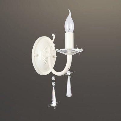 Светильник бра Colosseo 80945/1W MODESTOМодерн<br><br><br>Тип лампы: накаливания / энергосбережения / LED-светодиодная<br>Тип цоколя: E14<br>Ширина, мм: 105<br>MAX мощность ламп, Вт: 40<br>Расстояние от стены, мм: 250<br>Высота, мм: 275<br>Цвет арматуры: белый