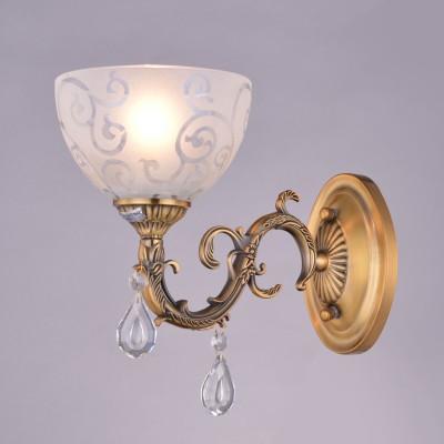 Светильник Colosseo 81624/1W optimaКлассические<br><br><br>Тип цоколя: E27<br>Количество ламп: 1<br>Ширина, мм: 270<br>MAX мощность ламп, Вт: 60<br>Диаметр, мм мм: 270<br>Длина, мм: 150<br>Высота, мм: 195<br>Цвет арматуры: золотой