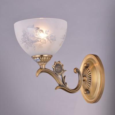 Светильник Colosseo 81627/1W optimaКлассика<br><br><br>Тип товара: Светильник настенный бра<br>Тип цоколя: E27<br>Количество ламп: 1<br>Ширина, мм: 260<br>MAX мощность ламп, Вт: 60<br>Диаметр, мм мм: 260<br>Длина, мм: 160<br>Высота, мм: 220<br>Цвет арматуры: золотой