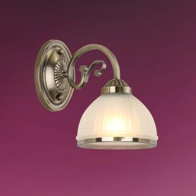Светильник настенный бра Colosseo 82502/1W LEANDRAКлассические<br><br><br>Тип лампы: Накаливания / энергосбережения / светодиодная<br>Тип цоколя: E27<br>Количество ламп: 1<br>Ширина, мм: 155<br>Расстояние от стены, мм: 270<br>Высота, мм: 230<br>Цвет арматуры: бронзовый