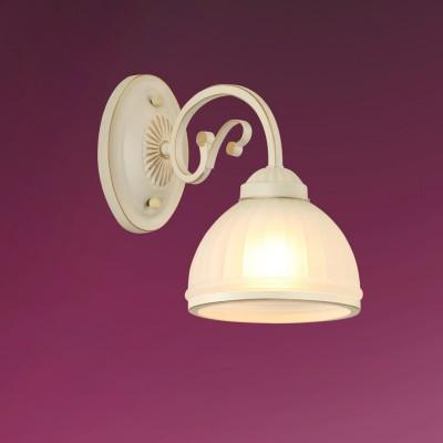 Светильник настенный бра Colosseo 82503/1W LEANDRAКлассика<br><br><br>Тип лампы: Накаливания / энергосбережения / светодиодная<br>Тип цоколя: E27<br>Количество ламп: 1<br>Ширина, мм: 155<br>Расстояние от стены, мм: 270<br>Высота, мм: 230<br>Цвет арматуры: белый