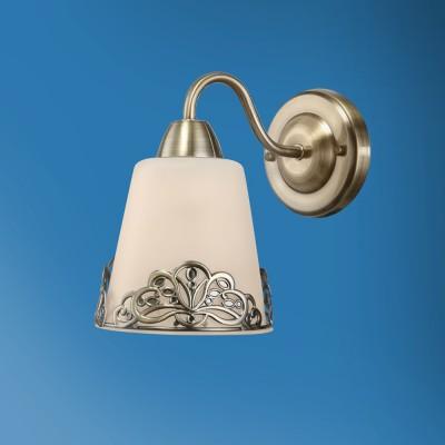 Светильник настенный бра Colosseo 82509/1W MAGGIEКлассические<br><br><br>Тип лампы: Накаливания / энергосбережения / светодиодная<br>Тип цоколя: E14<br>Количество ламп: 1<br>Ширина, мм: 130<br>MAX мощность ламп, Вт: 40<br>Расстояние от стены, мм: 210<br>Высота, мм: 200<br>Цвет арматуры: бронзовый