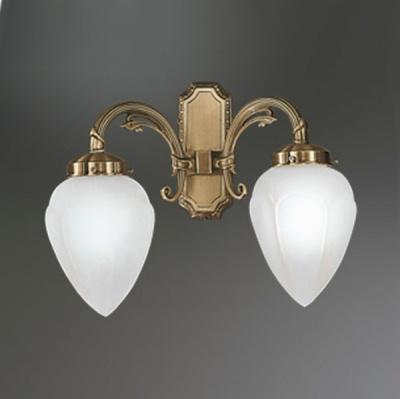Eglo IMPERIAL 82745 светильник настенный браКлассические<br>Австрийское качество модели светильника Eglo 82745 не оставит равнодушным каждого купившего! Матовое закаленное стекло(пр-во Чехия), Корпус бронза, Класс изоляции 3 (двойная изоляция), шнурковый выключатель, IP 20, освещенность 940 lm ,Н=160L=410,2X40W,E14.<br><br>S освещ. до, м2: 5<br>Тип лампы: накаливания / энергосбережения / LED-светодиодная<br>Тип цоколя: E14<br>Количество ламп: 2<br>MAX мощность ламп, Вт: 2<br>Размеры основания, мм: 0<br>Длина, мм: 360<br>Расстояние от стены, мм: 190<br>Высота, мм: 290<br>Оттенок (цвет): белый<br>Цвет арматуры: бронзовый<br>Общая мощность, Вт: 2X40W