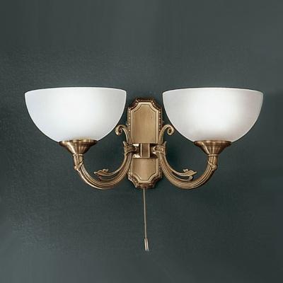 Eglo SAVOY 82752 светильник настенный браКлассические<br>Австрийское качество модели светильника Eglo 82752 не оставит равнодушным каждого купившего! Матовое закаленное стекло(пр-во Чехия), Корпус бронза, Класс изоляции 3 (двойная изоляция), шнурковый выключатель, IP 20, освещенность 940 lm ,Н=160L=410,2X40W,E14.<br><br>S освещ. до, м2: 5<br>Тип лампы: накаливания / энергосбережения / LED-светодиодная<br>Тип цоколя: E14<br>Количество ламп: 2<br>MAX мощность ламп, Вт: 2<br>Размеры основания, мм: 0<br>Длина, мм: 410<br>Расстояние от стены, мм: 210<br>Высота, мм: 160<br>Оттенок (цвет): белый<br>Цвет арматуры: бронзовый<br>Общая мощность, Вт: 2X40W