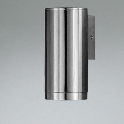 Eglo RIGA 83998 светильник уличныйНастенные<br>Галогенные парковые светильники EGLO RIGA (IP44) — светильники для наружного освещения. Степень защиты IP44 — защита от твердых тел gt  1 мм, защита от капель и брызг. Арматура из нержавеющей стали. Светильники рассчитаны на рефлекторную галогенную лампу GU10 220V 50W. Цвет: 1, 4 — белый (white)  2, 5 — антрацит (anthracite)  3, 6 — нержавеющая сталь (stainless steel).<br><br>Тип цоколя: GU10<br>MAX мощность ламп, Вт: 50<br>Длина, мм: 65<br>Расстояние от стены, мм: 95<br>Высота, мм: 150<br>Цвет арматуры: серебристый<br>Общая мощность, Вт: 2