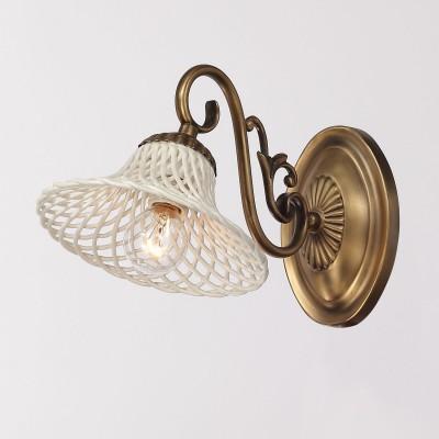 Светильник настенный бра Lamplandia 8598-1 AvettaРустика<br>Вид светильника: настенный<br>Размер: 17 x 29 x 18<br>Мощность: 1*E14*40W<br>Материал: Металл, керамика белая<br><br>Крепление: настенный<br>Тип лампы: Накаливания / энергосбережения / светодиодная<br>Тип цоколя: E14<br>Количество ламп: 1<br>Ширина, мм: 170<br>MAX мощность ламп, Вт: 40<br>Расстояние от стены, мм: 290<br>Высота, мм: 180<br>Цвет арматуры: бронзовый