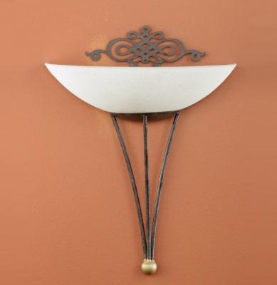 Eglo MESTRE 86715 Настенно-потолочный светильникРустика<br>Австрийское качество модели светильника Eglo 86715 не оставит равнодушным каждого купившего! Матовое закаленное стекло(пр-во Чехия), металический декоративный корпус цвета античной бронзы, металический декоративный элемент цвета матового золота, Класс изоляции 1, IP 20.,L=300Н=335,1X60W,E27.<br><br>S освещ. до, м2: 4<br>Тип лампы: накаливания / энергосбережения / LED-светодиодная<br>Тип цоколя: E27<br>Количество ламп: 1<br>MAX мощность ламп, Вт: 2<br>Размеры основания, мм: 0<br>Длина, мм: 300<br>Расстояние от стены, мм: 160<br>Высота, мм: 335<br>Оттенок (цвет): бежевый<br>Цвет арматуры: коричневый<br>Общая мощность, Вт: 1X60W