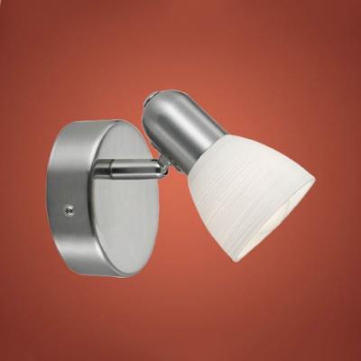 Eglo DAKAR 1 88472 Светильник поворотный спотОдиночные<br>Австрийское качество модели светильника Eglo 88472 не оставит равнодушным каждого купившего! Закаленное фактурное белое стекло (пр-во Чехия) , основание сталь с никелевыми матирующим покрытием , Класс изоляции 2 (двойная изоляция от вилки до лампы), IP 20, освещенность 470 lm ,B=65L=105,1X40W,E14.<br><br>S освещ. до, м2: 2<br>Тип лампы: накал-я - энергосбер-я<br>Тип цоколя: E14<br>Количество ламп: 1<br>Ширина, мм: 65<br>MAX мощность ламп, Вт: 2<br>Размеры основания, мм: 0<br>Длина, мм: 105<br>Оттенок (цвет): белый<br>Цвет арматуры: серый<br>Общая мощность, Вт: 1X40W