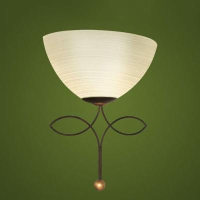 Светильник бра Eglo 89135 коричневый BelugaРустика<br>Австрийское качество модели светильника Eglo 89135 не оставит равнодушным каждого купившего! Стальной корпус (античный коричневый), Матовое закаленное фактурное стекло (пр-во Чехия), Класс изоляции 2 (двойная изоляция), IP 20, освещенность 1612 lm ,L=260Н=325,1X60W,E27.<br><br>S освещ. до, м2: 4<br>Тип лампы: накаливания / энергосбережения / LED-светодиодная<br>Тип цоколя: E27<br>Цвет арматуры: коричневый<br>Количество ламп: 1<br>Размеры основания, мм: 0<br>Длина, мм: 260<br>Расстояние от стены, мм: 130<br>Высота, мм: 325<br>Оттенок (цвет): шампань<br>MAX мощность ламп, Вт: 2<br>Общая мощность, Вт: 1X60W