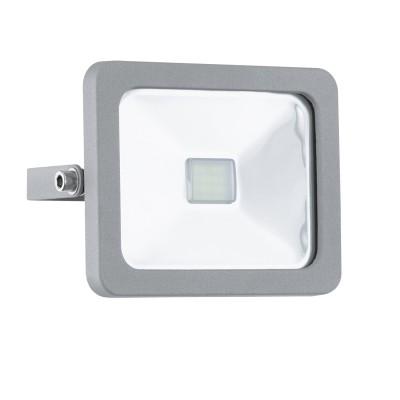 Eglo FAEDO 1 95403 светильник уличныйНастенные<br>Обеспечение качественного уличного освещения – важная задача для владельцев коттеджей. Компания «Светодом» предлагает современные светильники, которые порадуют Вас отличным исполнением. В нашем каталоге представлена продукция известных производителей, пользующихся популярностью благодаря высокому качеству выпускаемых товаров. <br> Уличный светильник Eglo 95403 не просто обеспечит качественное освещение, но и станет украшением Вашего участка. Модель выполнена из современных материалов и имеет влагозащитный корпус, благодаря которому ей не страшны осадки. <br> Купить уличный светильник Eglo 95403, представленный в нашем каталоге, можно с помощью онлайн-формы для заказа. Чтобы задать имеющиеся вопросы, звоните нам по указанным телефонам.<br><br>Цветовая t, К: 6500 (холодный белый)<br>Тип лампы: LED<br>Тип цоколя: LED<br>MAX мощность ламп, Вт: 10<br>Длина, мм: 130<br>Расстояние от стены, мм: 50<br>Высота, мм: 105<br>Оттенок (цвет): прозрачный<br>Цвет арматуры: серебристый<br>Общая мощность, Вт: 2