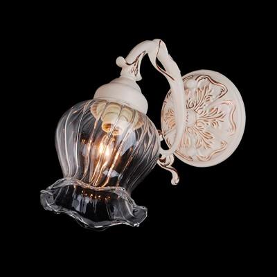 Светильник Евросвет 9550/1 белый с золотомКлассика<br><br><br>S освещ. до, м2: 2<br>Тип товара: Светильник настенный бра<br>Тип лампы: накаливания / энергосбережения / LED-светодиодная<br>Тип цоколя: E14<br>Количество ламп: 1<br>Ширина, мм: 120<br>MAX мощность ламп, Вт: 40<br>Расстояние от стены, мм: 250<br>Высота, мм: 270<br>Цвет арматуры: белый с золотистой патиной