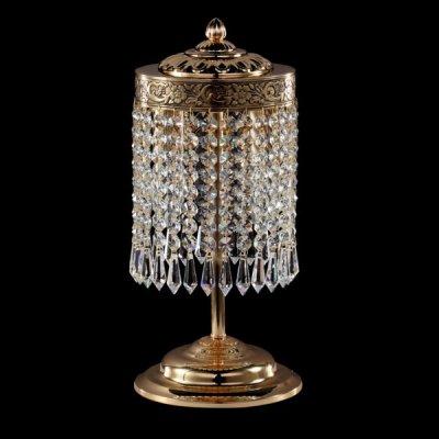 Светильник Maytoni A890-WB2-G Diamant 1Хрустальные<br>Представляем вам хрустальную настольную лампу божественной красоты. Указанная на фото модель — это конструкция из золотистого металла и прозрачного хрусталя. Хрустальное хитросплетение образовывает плафон цилиндрической формы. Струящийся сквозь такой плафон свет будет восхитительно искриться и переливаться. Арматура хрустальной настольной лампы Maytoni A890-WB2-G сверкает золотым глянцем и делает устройство солидным и респектабельным. Резной рисунок, выполненный на крышке лампы от Maytoni, делает изделие еще красивее и изысканнее. Непревзойденный дизайн настольной лампы, изобилие хрусталя и великолепие металлических элементов целиком оправдывает стоимость данной модели. К слову, осветительная продукция Майтони — это настоящее немецкое качество по объективной цене. Приятной вам покупки!<br><br>S освещ. до, м2: 8<br>Тип лампы: накал/сберегающие/LED<br>Тип цоколя: E14<br>Количество ламп: 2<br>MAX мощность ламп, Вт: 60<br>Диаметр, мм мм: 150<br>Высота, мм: 355<br>Цвет арматуры: золотой