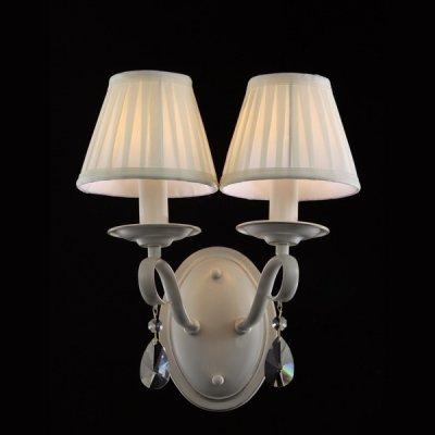 Светильник бра Maytoni ARM172-02-G Elegant 4Модерн<br>Наш интернет-магазин представляет нам изысканное хрустальное бра с двумя плафонами. Эти плафоны задекорированы легкой, просвечивающейся тканью кремового цвета. Посмотрев на фото хрустального бра Maytoni Elegant ARM172-02-G, видно, что плафоны представлены в качестве двух свечей на подсвечниках. Изогнутые металлические штанги, соединяющие плафоны с монтажной пластиной, украшены двумя хрустальными подвесками, что придает изделию особое изящество и элегантность. Купив это изделие от Maytoni по демократичной стоимости, вы стильно украсите свой интерьер, плюс обеспечите помещение мягким, комфортным светом. Хрустальное бра от Майтони — это изящество, функциональность и доступная цена.<br><br>S освещ. до, м2: 8<br>Крепление: монтажная пластина<br>Тип лампы: накаливания / энергосбережения / LED-светодиодная<br>Тип цоколя: E14<br>Количество ламп: 2<br>Ширина, мм: 340<br>MAX мощность ламп, Вт: 60<br>Высота, мм: 360<br>Цвет арматуры: белый с золотистой патиной