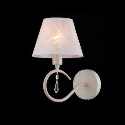 Светильник Maytoni ARM334-01-W ARM334Классика<br><br><br>S освещ. до, м2: 2<br>Тип товара: Светильник настенный бра<br>Тип лампы: накаливания / энергосбережения / LED-светодиодная<br>Тип цоколя: E14<br>Количество ламп: 1<br>Ширина, мм: 120<br>MAX мощность ламп, Вт: 40<br>Расстояние от стены, мм: 150<br>Высота, мм: 250<br>Цвет арматуры: белый с золотистой патиной