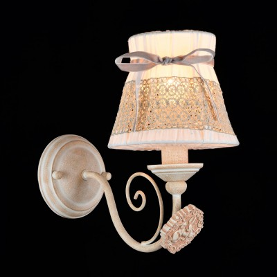 Бра Maytoni ARM555-01-W BunnyРустика<br><br><br>Тип лампы: накаливания / энергосбережения / LED-светодиодная<br>Тип цоколя: E14<br>Количество ламп: 1<br>MAX мощность ламп, Вт: 40<br>Диаметр, мм мм: 140<br>Высота, мм: 250<br>Цвет арматуры: бежевый