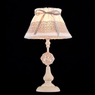 Настольная лампа Maytoni ARM555-11-W BunnyКлассические<br>Настольная лампа – это не просто источник дополнительного освещения, но и оригинальный элемент декора. Его можно установить в спальне, гостиной, кабинете и других комнатах. Интернет-магазин «Светодом» предлагает настольные лампы разных стилей по доступным ценам. Благодаря большому ассортименту Вы обязательно найдете в нашем каталоге именно ту модель, которую искали.   Настольная лампа Maytoni ARM555-11-W – прекрасный вариант для завершения интерьера. Ее можно включить одновременно с люстрой для более яркого освещения или без нее для создания уютной атмосферы, настраивающей на отдых.   Купить настольную лампу Maytoni ARM555-11-W Вы можете с помощью виртуальной «Корзины» или по контактным номерам, указанным на сайте.<br><br>Тип лампы: накаливания / энергосбережения / LED-светодиодная<br>Тип цоколя: E14<br>Количество ламп: 1<br>MAX мощность ламп, Вт: 40<br>Диаметр, мм мм: 200<br>Высота, мм: 400<br>Цвет арматуры: бежевый