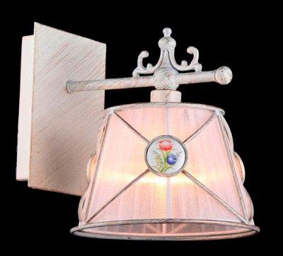 Светильник Maytoni ARM620-01-W Elegant 53Модерн<br><br><br>S освещ. до, м2: 2<br>Тип лампы: накаливания / энергосбережения / LED-светодиодная<br>Тип цоколя: E27<br>Количество ламп: 1<br>Ширина, мм: 250<br>MAX мощность ламп, Вт: 40<br>Выступ, мм: 200<br>Расстояние от стены, мм: 250<br>Высота, мм: 210<br>Цвет арматуры: белый с золотистой патиной