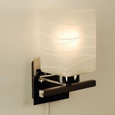 Citilux Оскар CL127311 Светильник настенный браСовременные<br>Настенный светильник Citilux CL 127311 Оскар идеально дополнит любой интерьер, оформленный в современном стиле! «Строгие» геометрические линии повторяются в арматуре и прямоугольной форме плафона, гармонично сочетаясь с контрастными оттенками белого и «тёмного дерева». Светильник можно использовать в качестве декоративной подсветки картины, стеклянной полки, зеркала и т.п., и в качестве дополнительного освещения площади до пяти кв.м., например, рабочего стола или кресла. Рекомендуем Вам приобретать бра в комплекте из нескольких экземпляров и люстрой из этой же серии, тогда интерьер будет выглядеть «законченным» и совершенным, как будто над ним поработал профессиональный дизайнер.<br><br>S освещ. до, м2: 5<br>Тип лампы: накаливания / энергосбережения / LED-светодиодная<br>Тип цоколя: E27<br>Количество ламп: 1<br>Ширина, мм: 180<br>MAX мощность ламп, Вт: 75<br>Размеры: Глубина 14 см. Ширина 18 см. Высота 23 см.<br>Расстояние от стены, мм: 140<br>Высота, мм: 230<br>Поверхность арматуры: матовый, глянцевый<br>Цвет арматуры: серебристый хром, венге