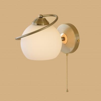Citilux Лайма CL155313 Светильник настенный браСовременные<br><br><br>S освещ. до, м2: 6<br>Тип лампы: накаливания / энергосбережения / LED-светодиодная<br>Тип цоколя: E27<br>Количество ламп: 1<br>Ширина, мм: 160<br>MAX мощность ламп, Вт: 100<br>Размеры: Высота 16см, Ширина 16см, Глубина 21см, Выдувное молочнобелое стекло, С выключателем.Запасное стекло<br>Длина, мм: 210<br>Высота, мм: 160<br>Поверхность арматуры: глянцевый<br>Оттенок (цвет): белый<br>Цвет арматуры: бронзовый
