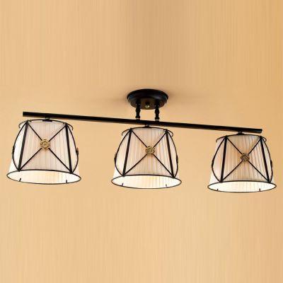 Citilux Дрезден CL409231 ЛюстраПотолочные<br>Эффектный потолочный светильник Citilux CL409231 Дрезден предназначен для «творческих» и романтичных натур, предпочитающих красивые и стильные предметы интерьера! «Изюминка» заключается в сочетании «несочетаемого»: металла и ткани, «холодного» черного, «нежного» бежевого и яркого золотого оттенков, «строгих» линий арматуры и «закругленных» плафонов. Площадь освещения составляет 12 кв.м., поэтому наиболее «выигрышно» светильник впишется в просторную комнату с невысоким потолком. Чтобы интерьер выглядел тщательно подобранным и «цельным», рекомендуем использовать в цветовой палитре похожие оттенки, а также несколько настенных бра из этой же серии.<br><br>Установка на натяжной потолок: Ограничено<br>S освещ. до, м2: 12<br>Крепление: Планка<br>Тип лампы: накаливания / энергосбережения / LED-светодиодная<br>Тип цоколя: E27<br>Количество ламп: 3<br>Ширина, мм: 280<br>MAX мощность ламп, Вт: 60<br>Размеры: Длина 109см, Ширина 28см, Высота 35см<br>Длина, мм: 1090<br>Поверхность арматуры: матовый<br>Оттенок (цвет): бежевый<br>Цвет арматуры: черный