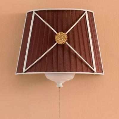 Citilux Дрезден CL409323 Светильник настенный браРустика<br>Настенный светильник Citilux CL409323 – великолепное «дополнение» к «романтичному» интерьеру, в котором красота и уют гармонично дополняют друг друга! Трапециевидный плафон из органзы насыщенного коричневого оттенка «облачен» в белый металлический каркас. Лучи, проходя сквозь ткань, создают «мягкое», комфортное для зрения освещение, поэтому светильник легко можно использовать даже в качестве ночника. Благодаря возможности подключения диммера, Вы сможете самостоятельно регулировать яркость, выбирая наиболее подходящую к Вашим требованиям. Чтобы интерьер выглядел «цельным», уютным и тщательно подобранным, рекомендуем Вам использовать люстру из этой же серии в качестве основного источника света.<br><br>S освещ. до, м2: 5<br>Тип лампы: накаливания / энергосбережения / LED-светодиодная<br>Тип цоколя: E14<br>Количество ламп: 2<br>Ширина, мм: 280<br>MAX мощность ламп, Вт: 40<br>Размеры: Ширина 28см, Высота 24см, Глубина 15см, с выключателем<br>Длина, мм: 150<br>Высота, мм: 240<br>Поверхность арматуры: матовый<br>Оттенок (цвет): коричневый<br>Цвет арматуры: белый с золотистой патиной