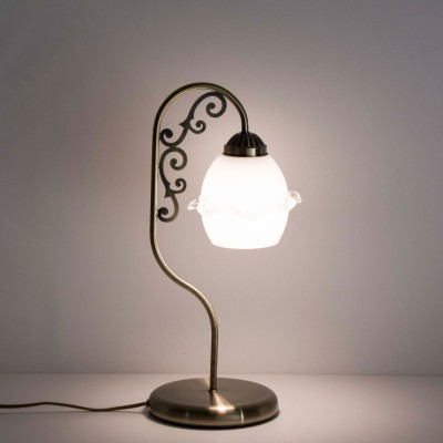 Citilux Кампана CL432811 Настольная лампаФлористика<br>Настольная лампа – это не просто источник дополнительного освещения, но и оригинальный элемент декора. Его можно установить в спальне, гостиной, кабинете и других комнатах. Интернет-магазин «Светодом» предлагает настольные лампы разных стилей по доступным ценам. Благодаря большому ассортименту Вы обязательно найдете в нашем каталоге именно ту модель, которую искали.   Настольная лампа Citilux CL432811 – прекрасный вариант для завершения интерьера. Ее можно включить одновременно с люстрой для более яркого освещения или без нее для создания уютной атмосферы, настраивающей на отдых.   Купить настольную лампу Citilux CL432811 Вы можете с помощью виртуальной «Корзины» или по контактным номерам, указанным на сайте.<br><br>Тип лампы: накаливания / энергосбережения / LED-светодиодная<br>Тип цоколя: E27<br>Количество ламп: 1<br>MAX мощность ламп, Вт: 75<br>Диаметр, мм мм: 205<br>Высота, мм: 455