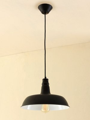 Citilux CL450205 Светильник подвеснойОдиночные<br>Подвесной светильник – это универсальный вариант, подходящий для любой комнаты. Сегодня производители предлагают огромный выбор таких моделей по самым разным ценам. В каталоге интернет-магазина «Светодом» мы собрали большое количество интересных и оригинальных светильников по выгодной стоимости. Вы можете приобрести их в Москве, Екатеринбурге и любом другом городе России. <br>Подвесной светильник Citilux CL450205 сразу же привлечет внимание Ваших гостей благодаря стильному исполнению. Благородный дизайн позволит использовать эту модель практически в любом интерьере. Она обеспечит достаточно света и при этом легко монтируется. Чтобы купить подвесной светильник Citilux CL450205, воспользуйтесь формой на нашем сайте или позвоните менеджерам интернет-магазина.<br><br>Установка на натяжной потолок: Ограничено<br>S освещ. до, м2: 4<br>Крепление: Планка<br>Тип лампы: накал-я - энергосбер-я<br>Тип цоколя: E27<br>Количество ламп: 1<br>MAX мощность ламп, Вт: 60<br>Цвет арматуры: черный