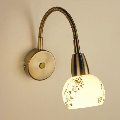 Citilux Соната CL520313 Светильник настенный браМодерн<br>Настенное бра Citilux CL520313 выполнено в трендовом стиле модерн, что гарантирует универсальность изделия для оформления любого интерьера. Преимуществом является гибкое основание конструкции, которое позволяет работать с различным направлением светового потока. Датские производители позаботились о высоком качестве и долговечности своего продукта. При этом бра Citilux CL520313 смело можно назвать модным, стильным и солидным! Конструкция изделия имеет лаконичный размер и приятное бронзовое мерцание. Молочно-белое стекло плафона округлой формы украшено изящным орнаментом, наполняющим творение шармом и элегантностью. Бра Citilux CL520313 – прекрасное приобретение для модного интерьера!<br><br>S освещ. до, м2: 4<br>Тип товара: Светильник настенный бра<br>Тип лампы: накаливания / энергосбережения / LED-светодиодная<br>Тип цоколя: E14<br>Количество ламп: 1<br>Ширина, мм: 90<br>MAX мощность ламп, Вт: 60<br>Размеры: С выключателем, Длина гибкой части 22см, Размер головки 11,5см, Выдувное молочнобелое стекло с узором<br>Расстояние от стены, мм: 220<br>Высота, мм: 220<br>Поверхность арматуры: сатин<br>Цвет арматуры: бронзовый